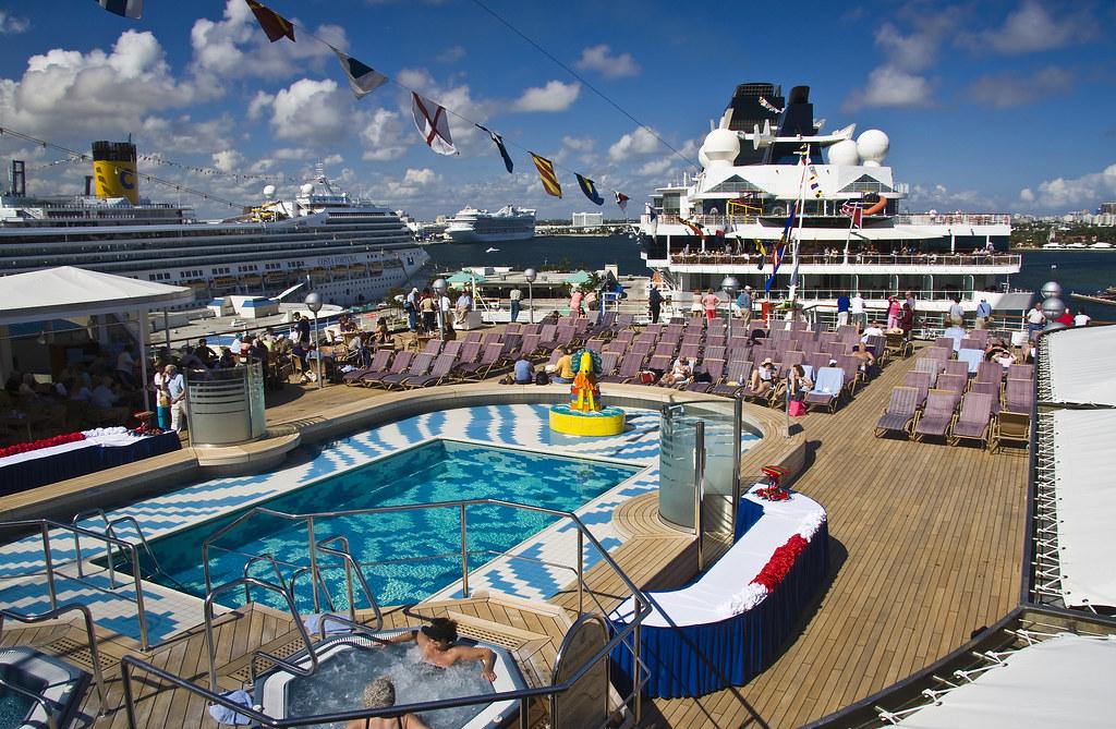 Westerdam Pool Deck Aft Lido Pool Deck On The Westerdam