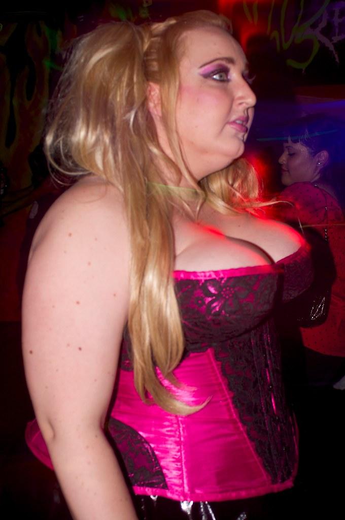 Pink Corset frigør flagermusene 11282008 Matthew Brown-2575