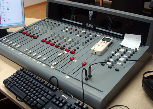 En la cabina de radio - 2 6