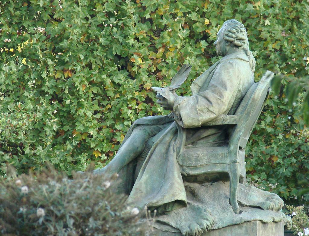 Le jardin des plantes paris la statue de georges louis for Jardin de plantes