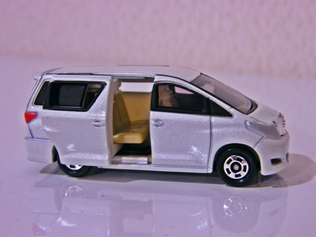 Toyota Alphard Tomica Slide Door Latest Model Car
