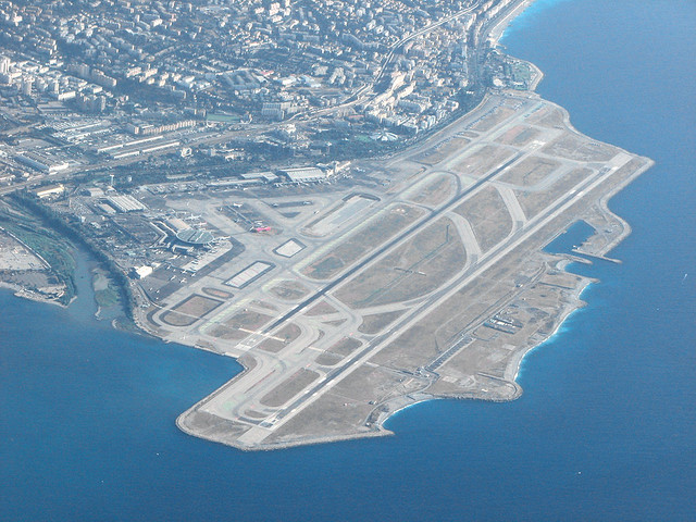 how to get to nice from airport