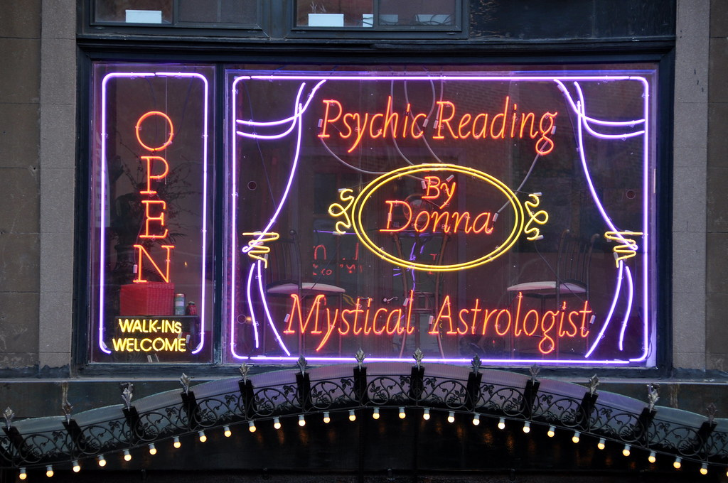 Psychic Reading By Donna Sign Advertising The Services