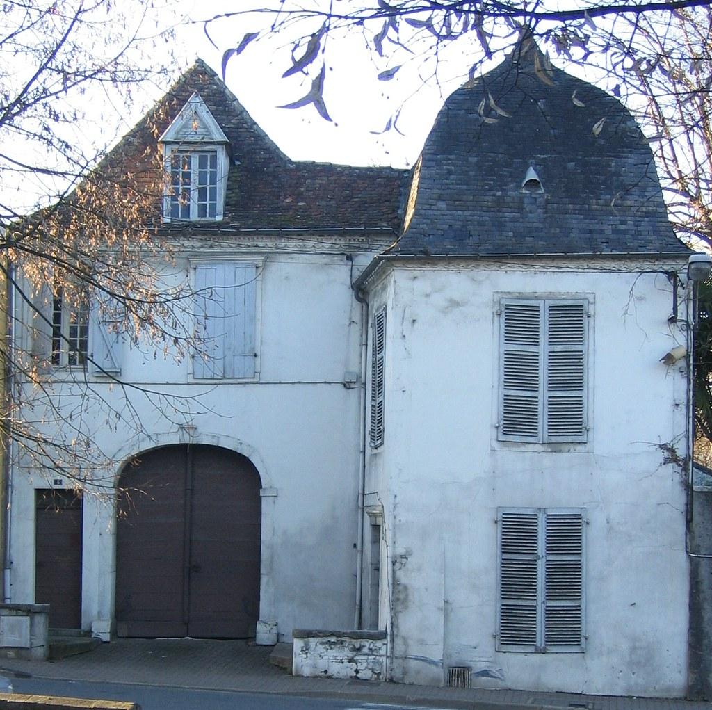 orthez maison b arnaise la forme de la toiture est typiqu flickr. Black Bedroom Furniture Sets. Home Design Ideas