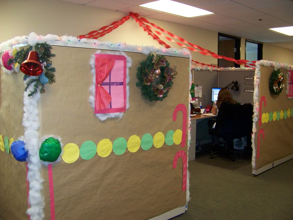 Gingerbread Cubicle 2 Dg Amp Eg Turned Their Cubicle Area