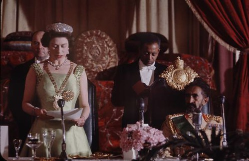 """queen elizabeth and the elizabethan empire 2004-3-1 """"the archaeology of elizabeth's empire  colonies themselves as part of an elizabethan empire  pieces in an essentially defensive game on the part of the queen."""