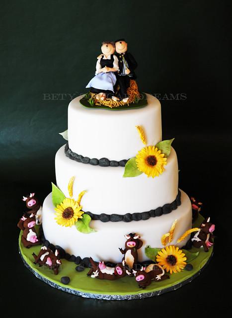Trachtenhochzeit The Austrian Wedding Cake Couple On Top Flickr