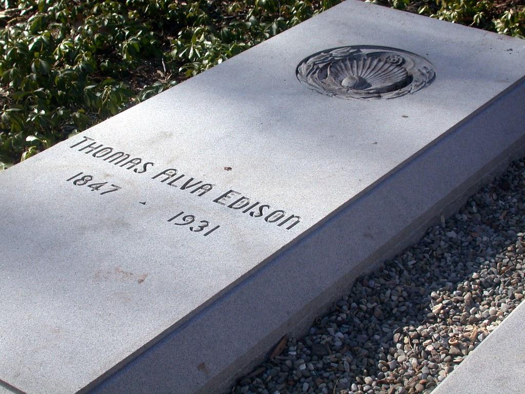 Thomas Alva Edisons Grave   In the backyard of the Edison