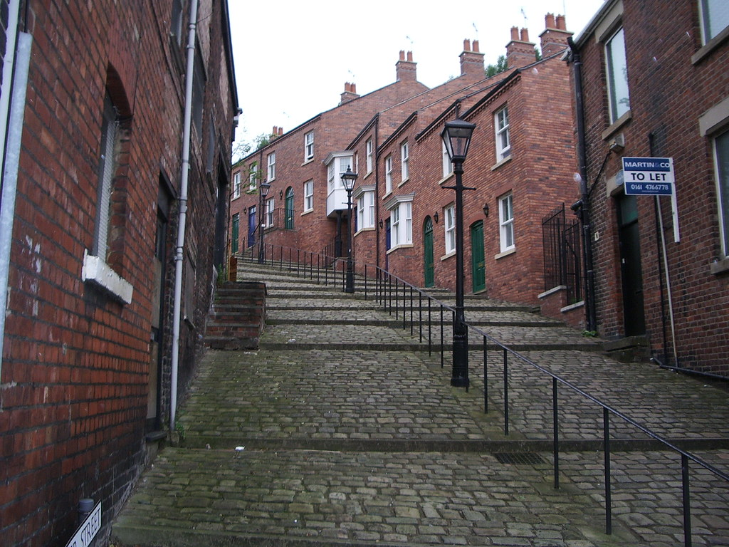 Crowther Street, Stockport | Subject of a famous L S Lowry ...