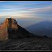 Amanecer en la cumbre del Monte Kinabalu, Borneo...