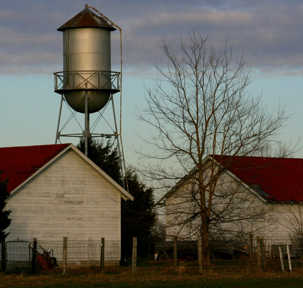 Water tower on western missouri farm just south of blue for Farmhouse tower