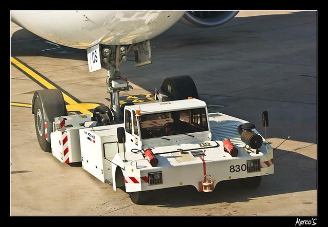 Tracteur d 39 avion orly marc stoeckel flickr - Tracteur tom avion ...