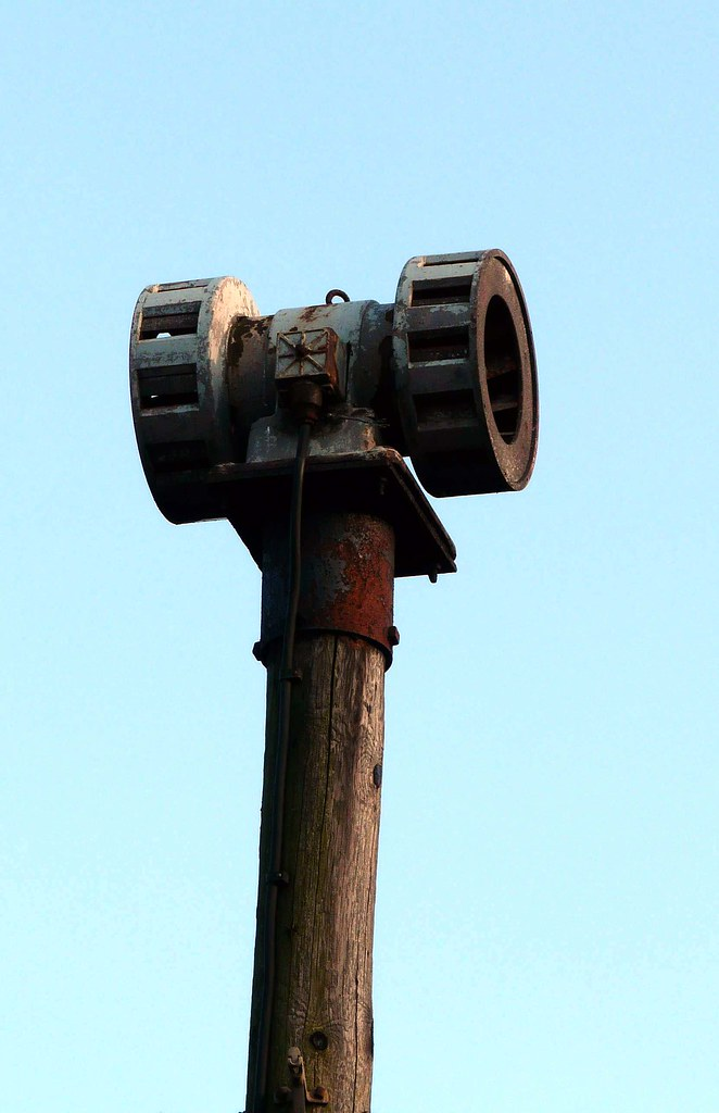 how to make an air raid siren
