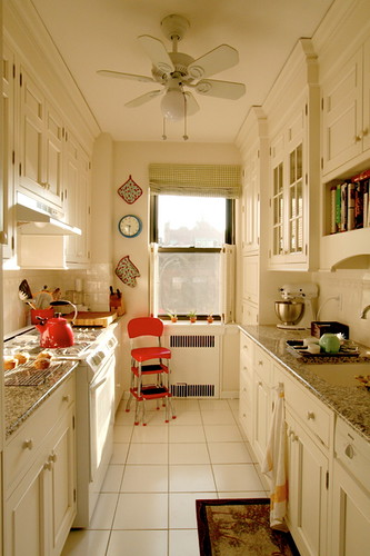 Giulia 39 S Galley Kitchen From Apartment Therapy Link To Art Flickr