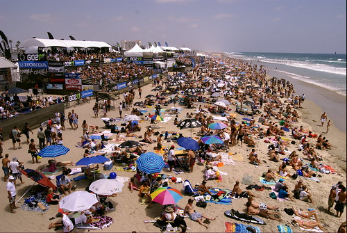 2008 U.S. Open of Surfing crowd | by PYHOOYA