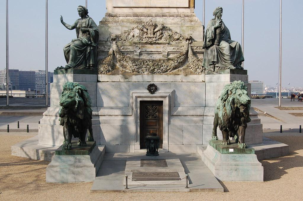 Tombe du soldat inconnu colonne du congr s bruxelles for Le comptoir du meuble bruxelles