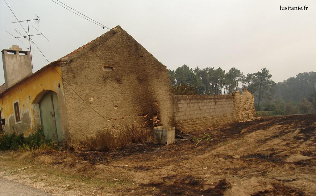 Les flammes sont venues caresser la vieille maison