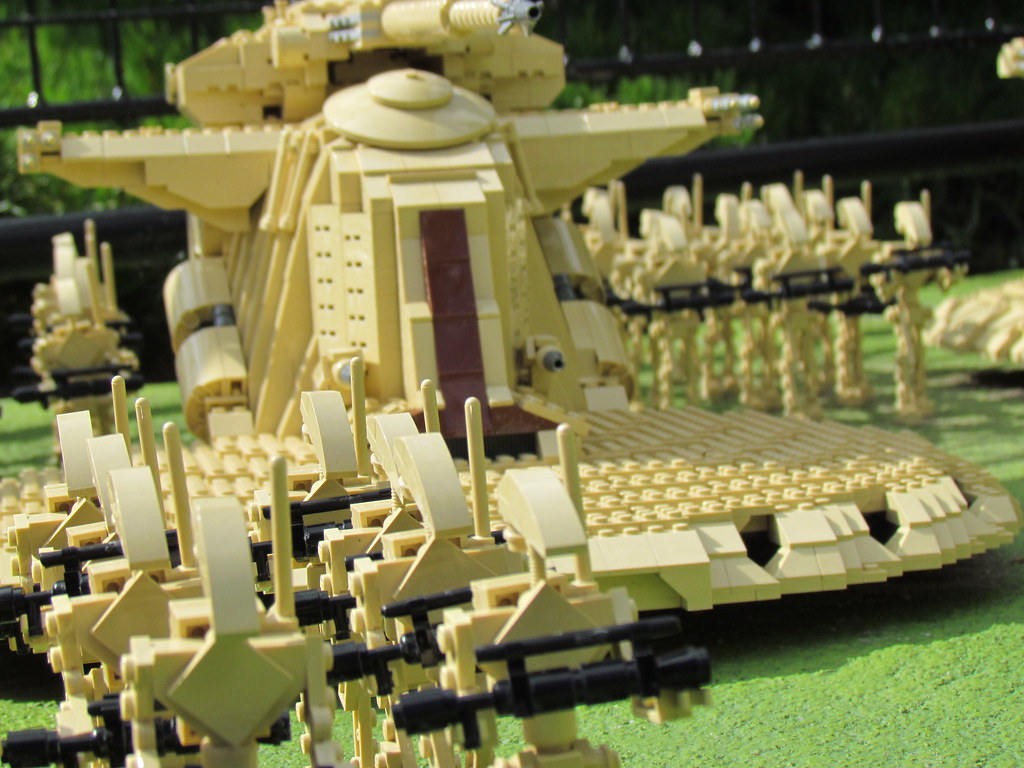Lego star wars the droid army i went to legoland in - Lego star wars vaisseau droide ...