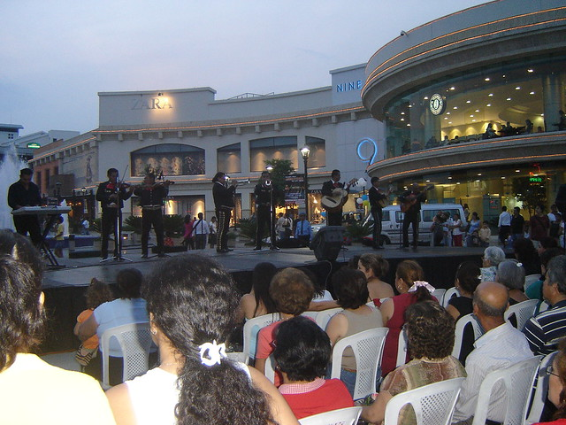 La gran via san salvador show de mariachis en el mall la for Gran via el salvador