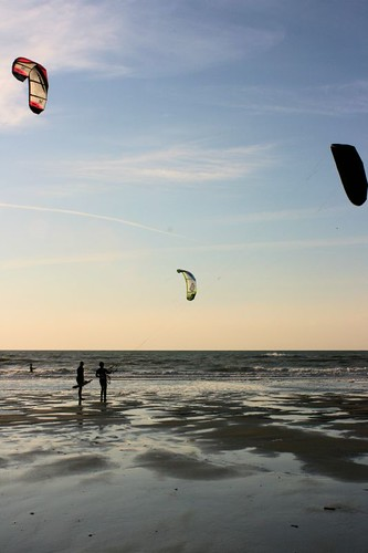 Kitesurfers learning | by lis of the north