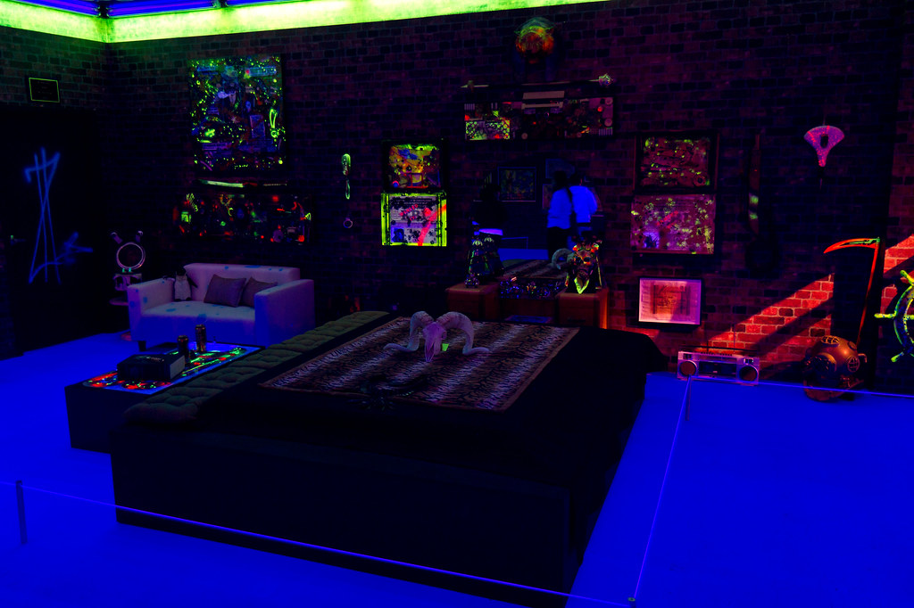 black light bedrooms geffen moca black light bedroom 10863