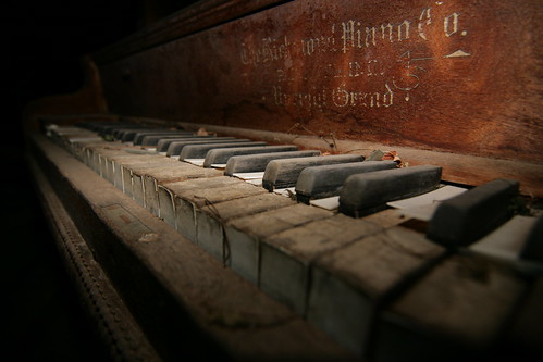 photo old piano - photo #27