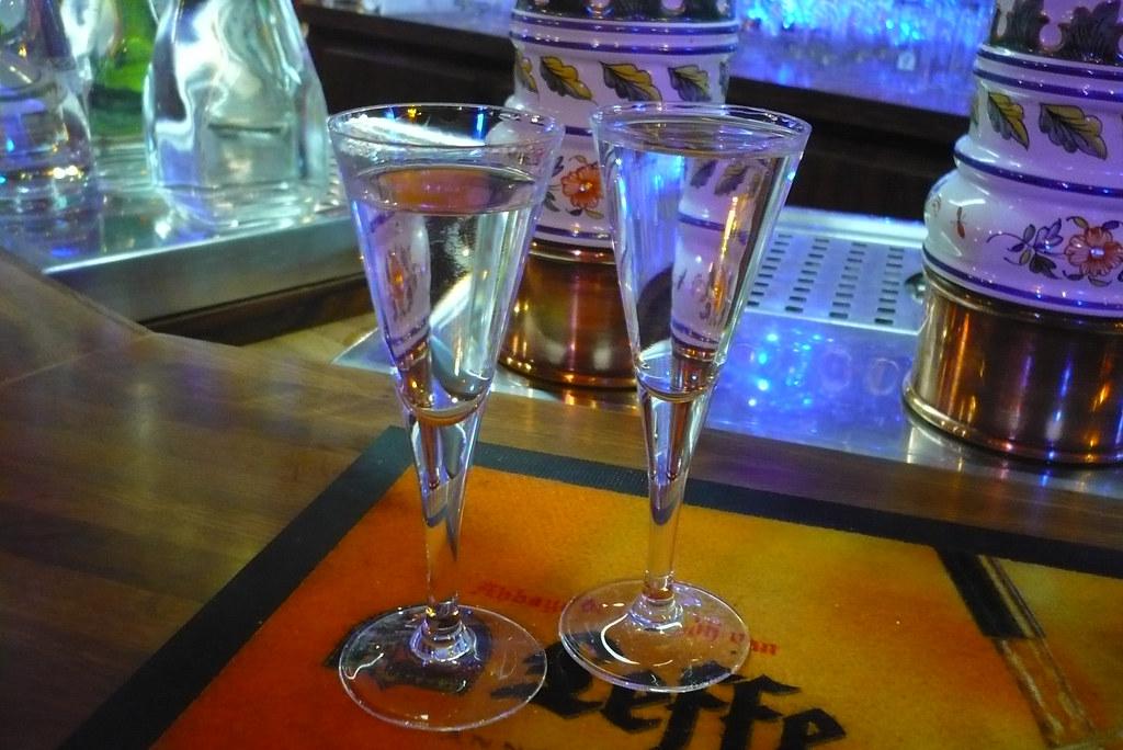 29 mars 2008 maisons alfort bar belge deux verre de geni v