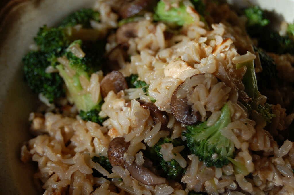brown rice bowl | brocolli, crimini mushrooms, sweet chili m ...