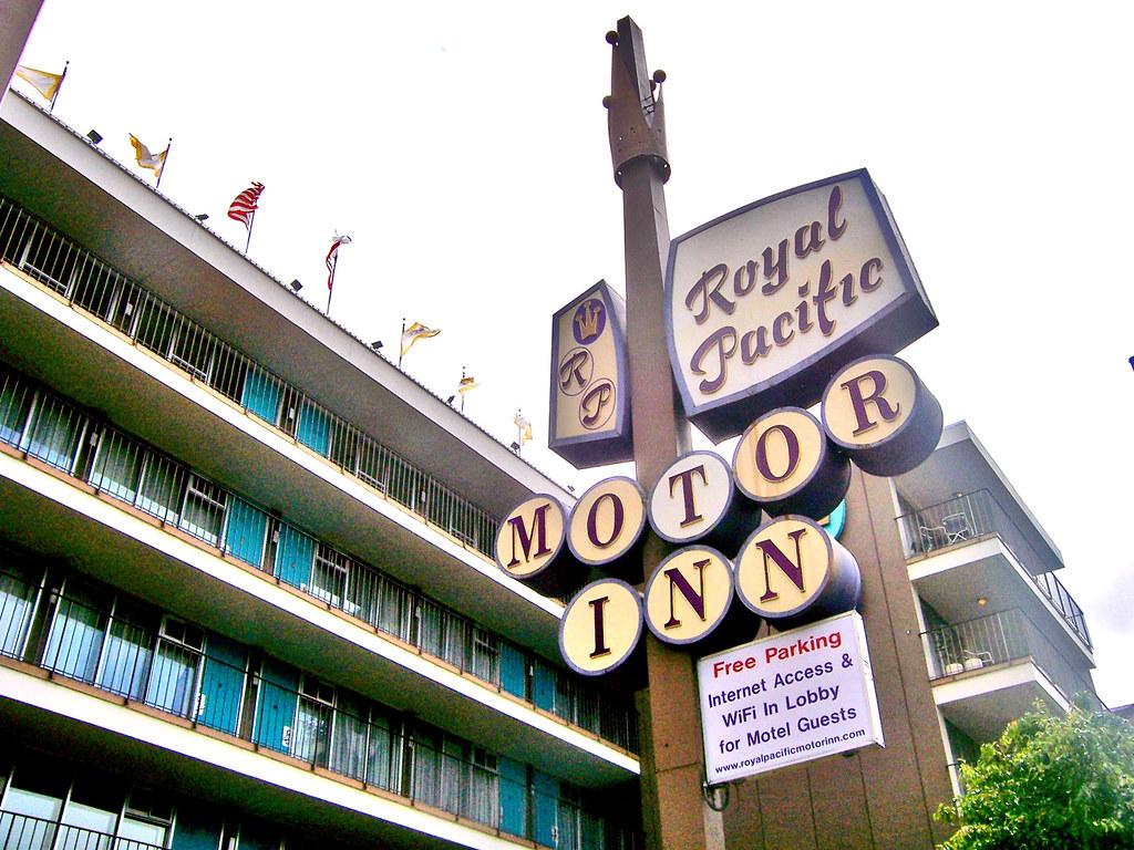 Royal pacific motor inn courtney coco mault flickr for Royal pacific motor inn