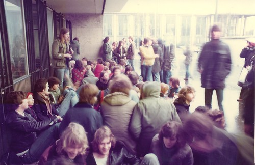 1977 - Pink Floyd - 1 - Audience is waiting 5 hours before the gig