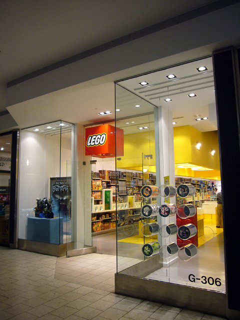 Chicago - Lego store @ Woodfield Mall | Marz K | Flickr