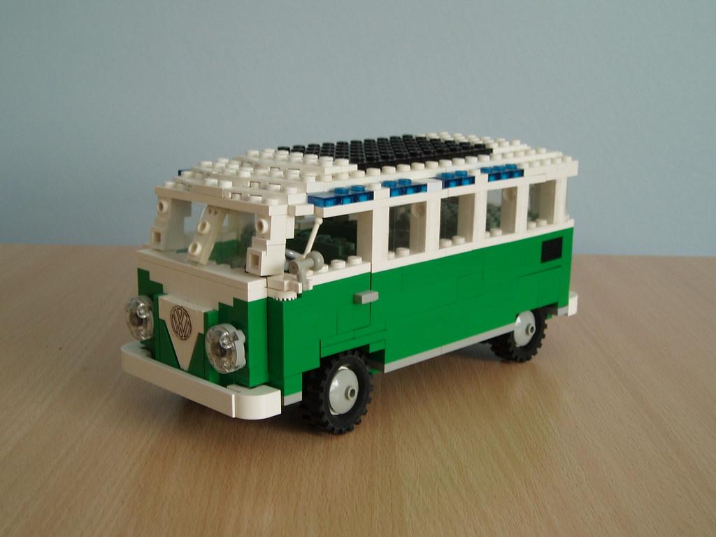 Vw samba van a model of the classic volkswagen samba van for Modele maison lego classic