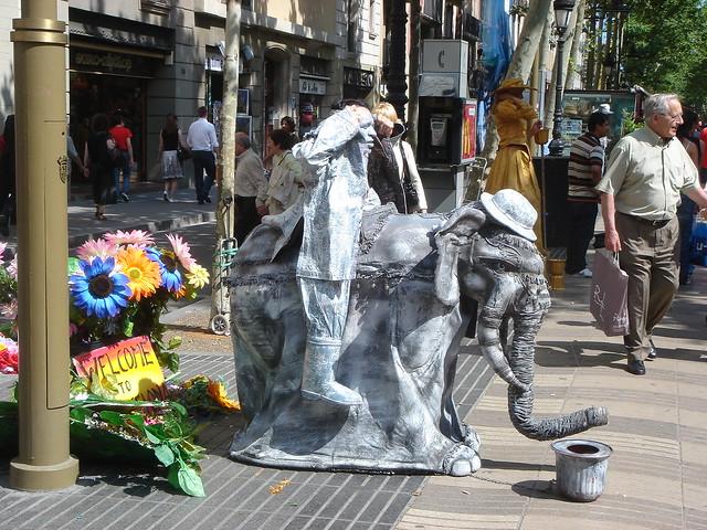 Man dressed as an elephant las rambla barcelona flickr for Elephant barcellona