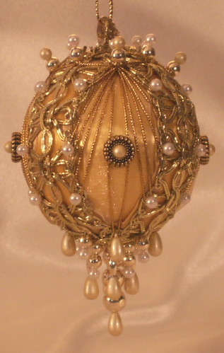 Juliet white gold christmas ornament pure gold and old for Simple gold ornaments