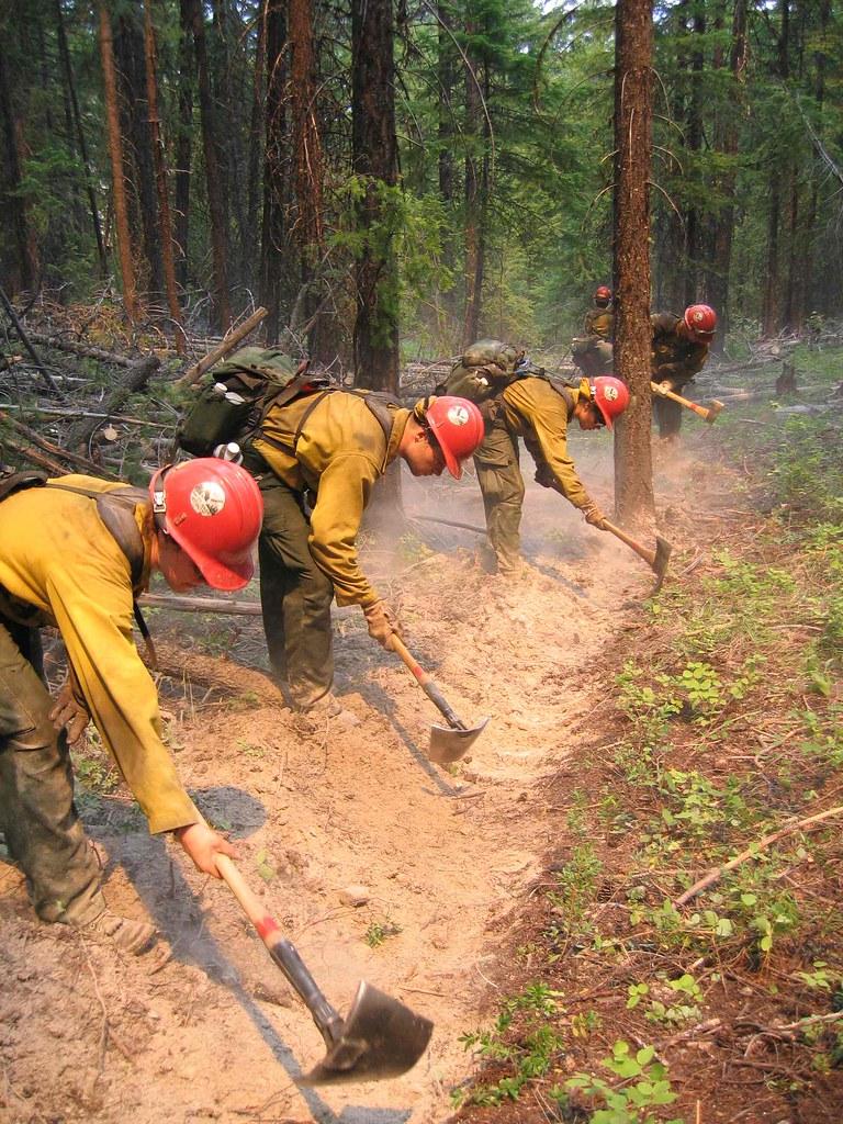 Usfs Firefighters Dig A Fire Break Fedfireguy Flickr