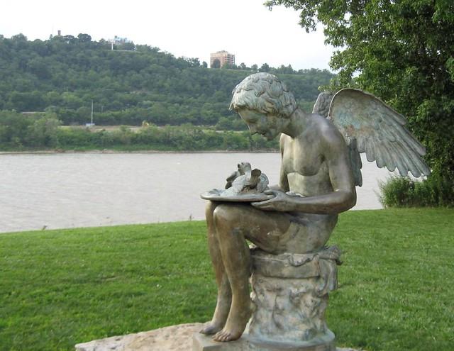 Angel Memorial Statue At Bellevue Beach Park The Angel