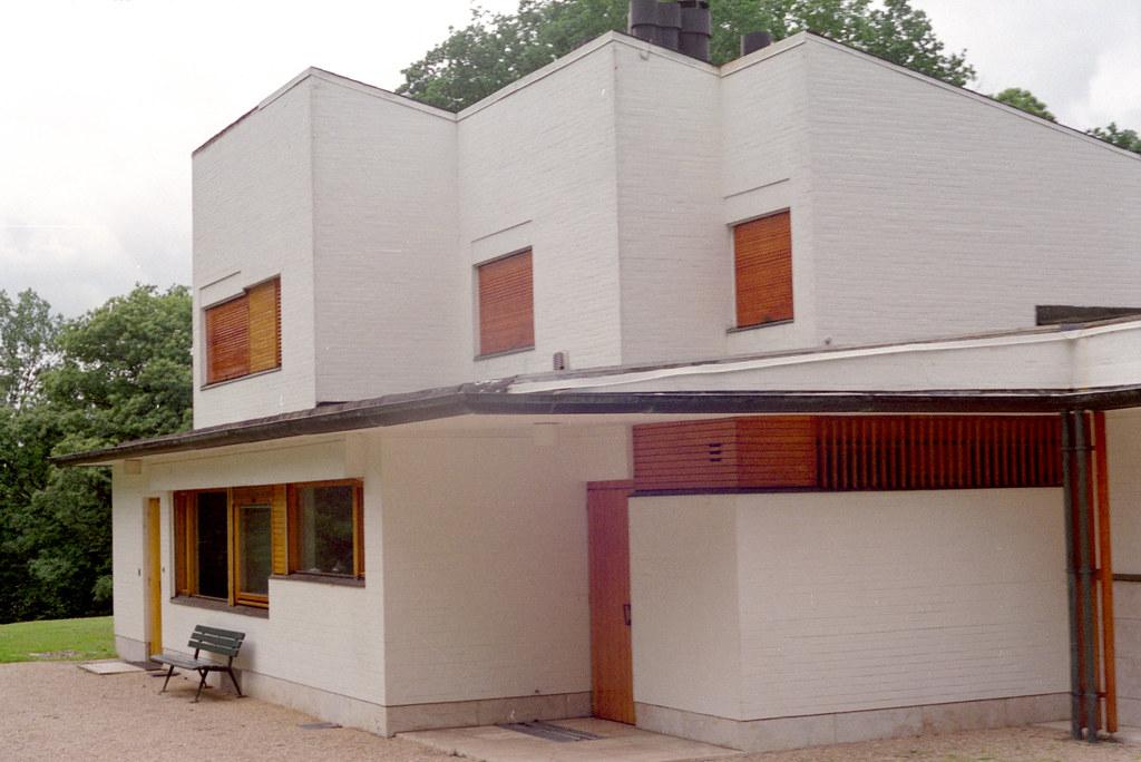 Maison louis carre exterior 03 addison godel flickr for Carre maison