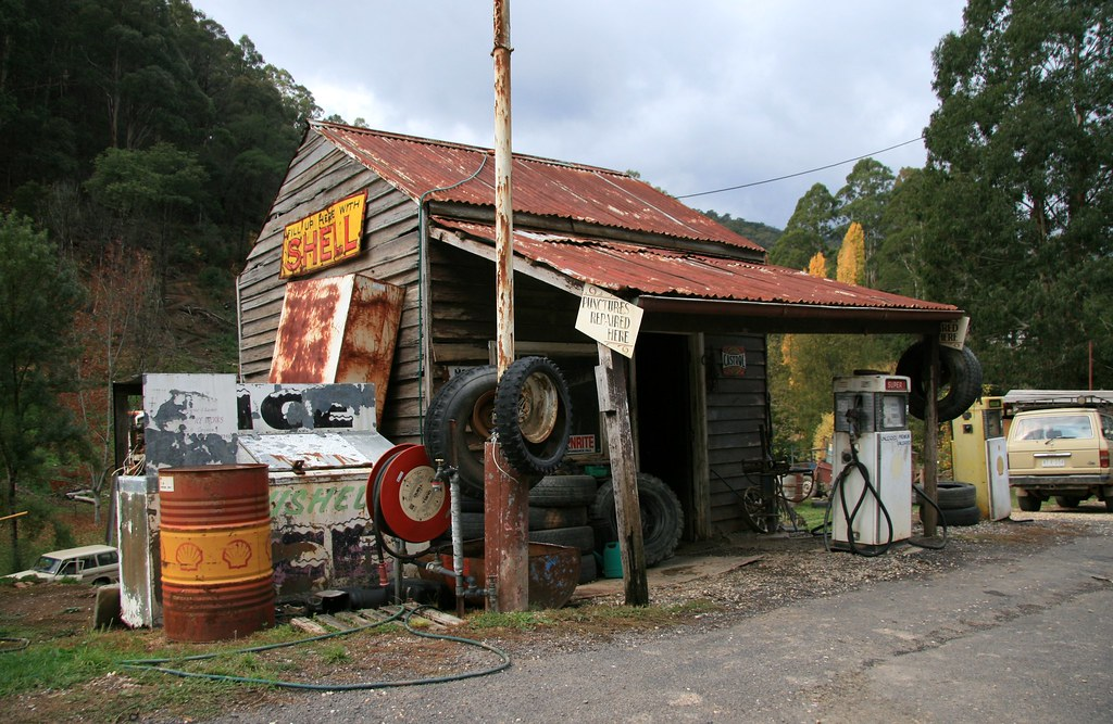 Old Service Station With Cars Wallpapers