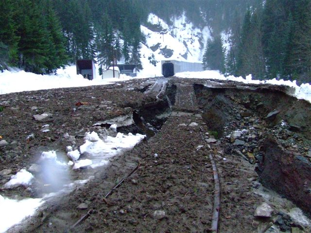 BNSF Stampede Pass - Martin blowout | Debris field is ...