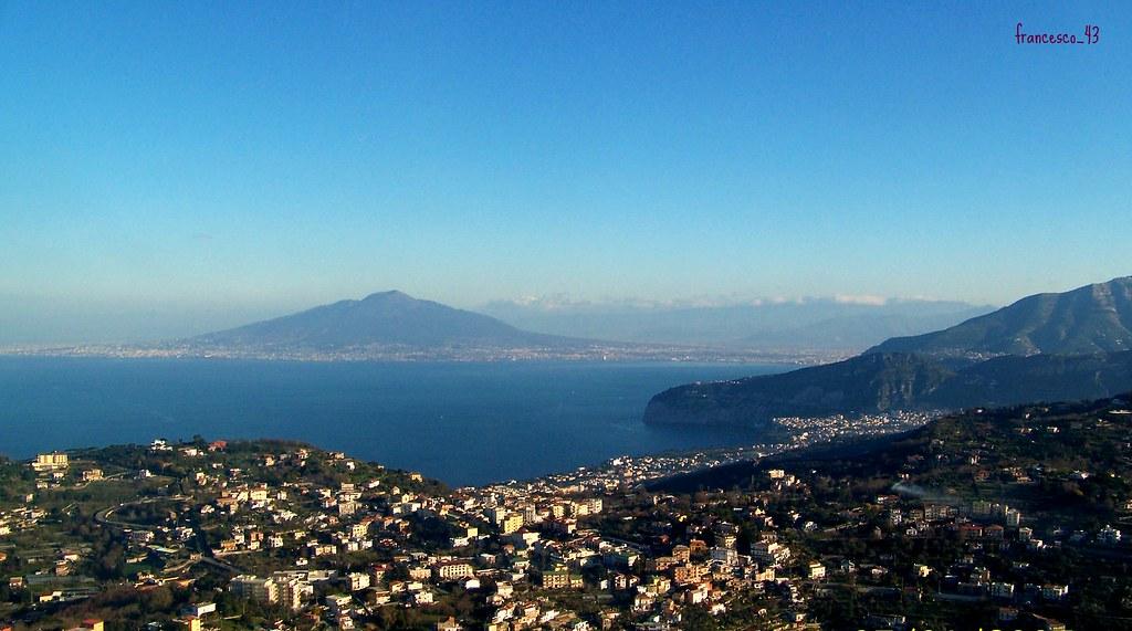 Elicottero Napoli : Il golfo di napoli vista dall elicottero in volo sulla pen