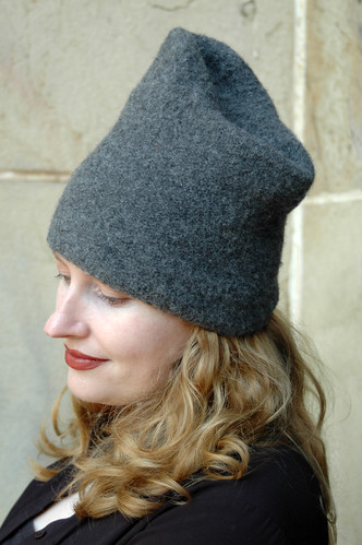 Reboux hat in grey | by knitgrrldotcom