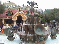 3dl mickey s house behind silly symphonies fountain toontown