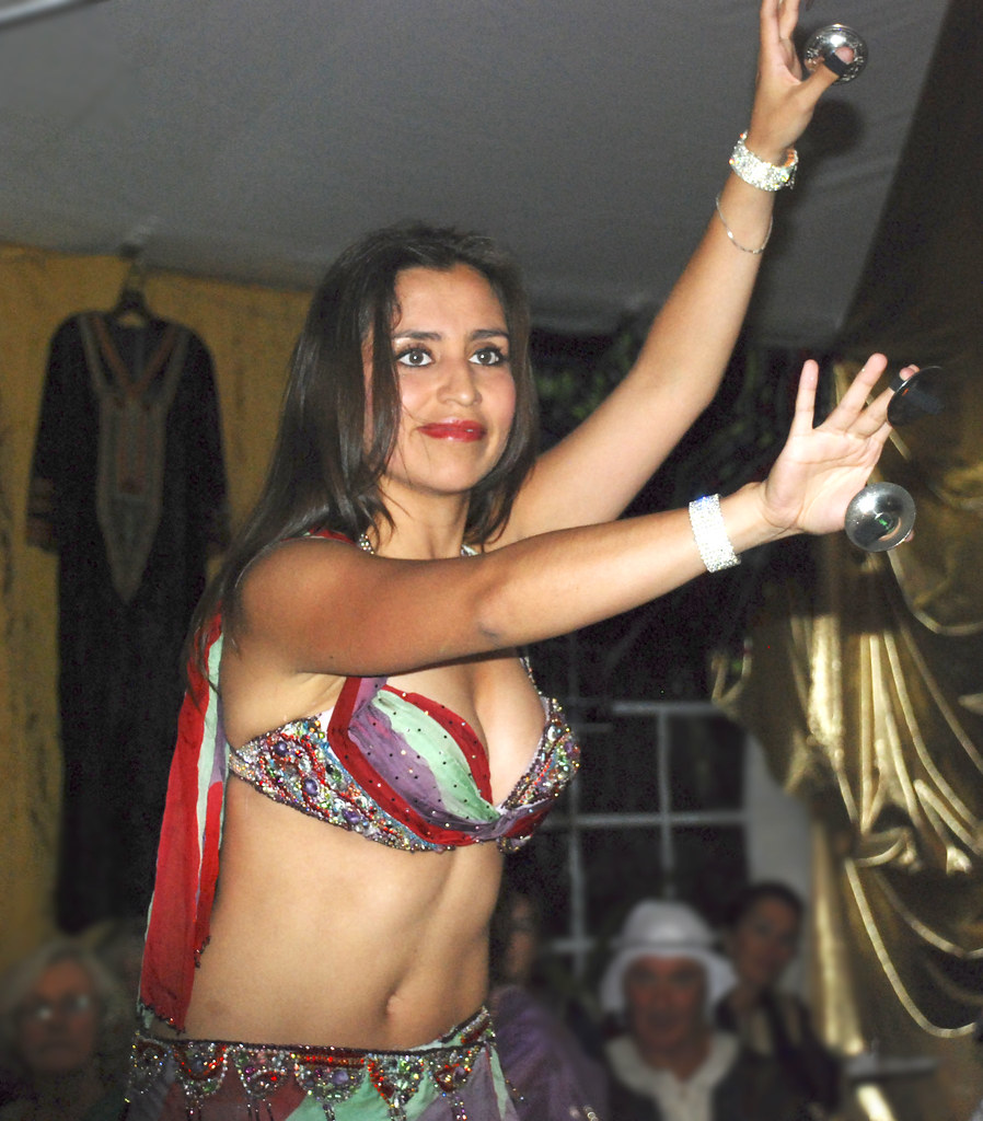Sexy iranian dancing with arabic song