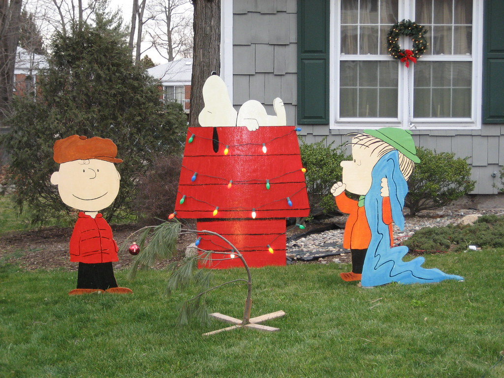 Peanuts christmas lawn decorations merry christmas for Christmas lawn decorations