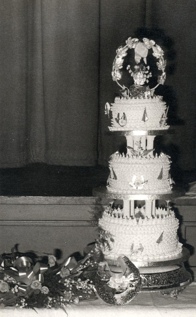 Wedding Cake With Horseshoes