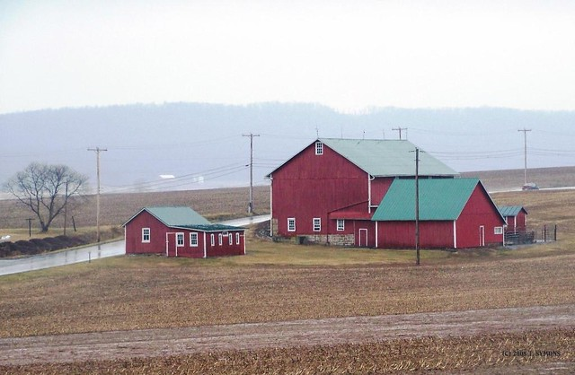 Red Barn Green Roof This Is A Landmark In Directions