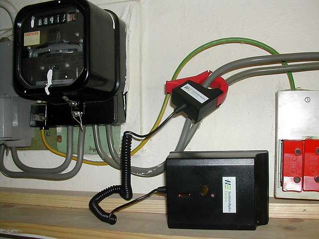 Digital Electric Meter Hacking : Monitoring electricity consumption the red clamp
