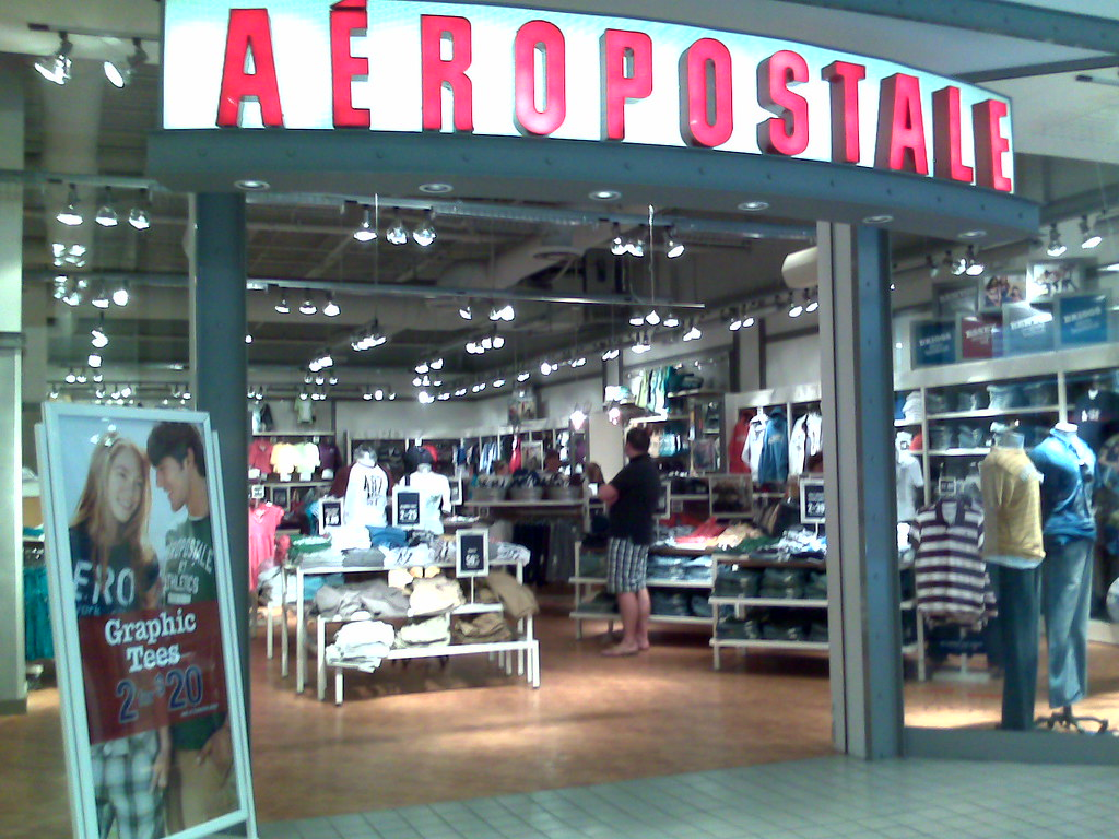 Aeropostale   Local de Aeropostale, Monmouth Mall, New ...