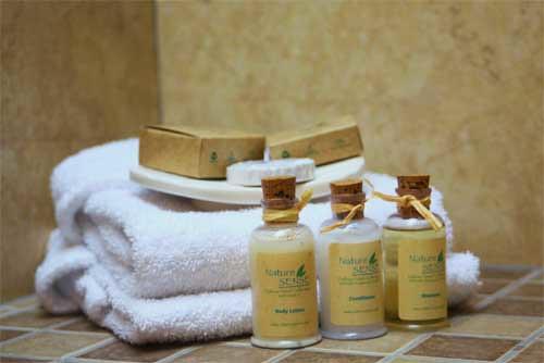 Amenidades en los ba os de lofts lofts 39 s baths amenities flickr - Amenities en el bano ...
