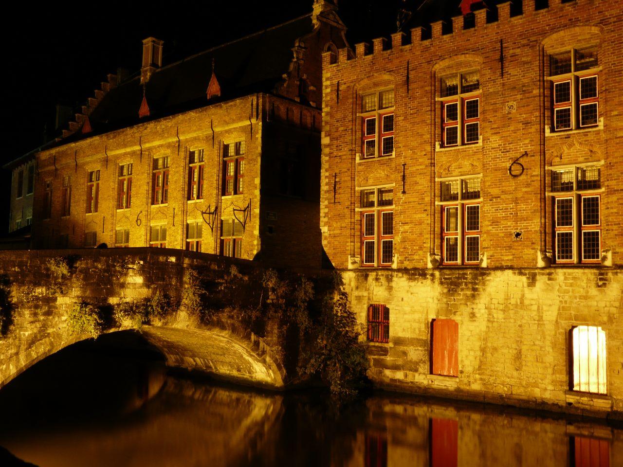 Foto nocturna de Brujas (Flandes)